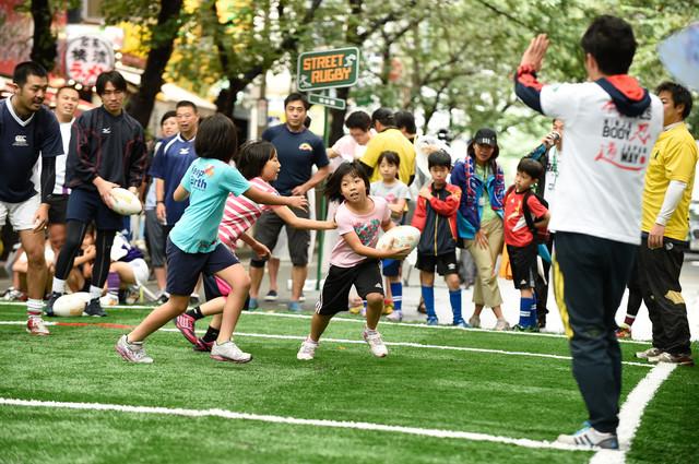 ストリートラグビー用「移動式人工芝グランド」を作り、日本中の子どもを笑顔に!